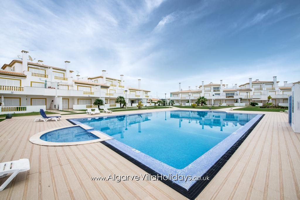 Apartment X O Monte, Lovely and comfortable apartment in Galé, on the Algarve, Portugal for 4 persons. This resort accommodation is situated.....