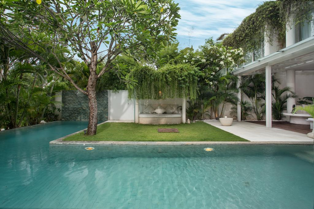 Eden Riverside 8 Mana 3BR, Beautiful and cheerful luxury villa  with private pool in Seminyak, Bali, Indonesia for 6 persons...