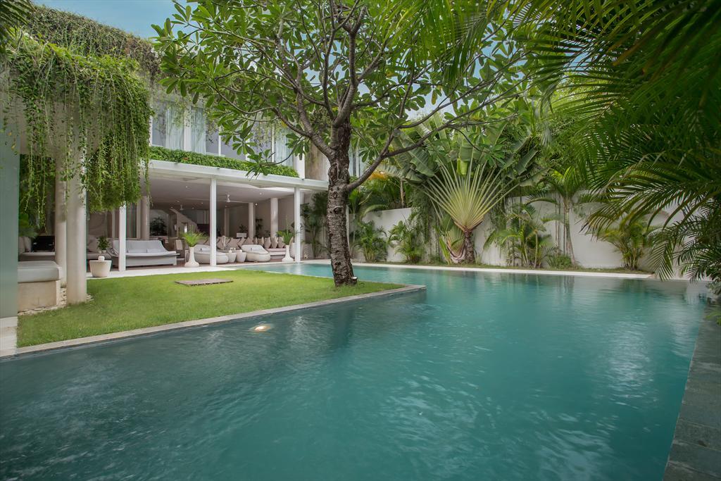 Eden Riverside 10 Nala 5BR,Villa de lujo grande y acogedora  con piscina privada en Seminyak, Bali, Indonesia para 10 personas...