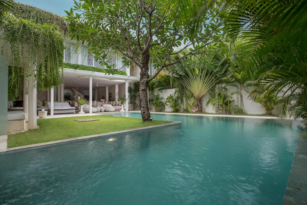Eden River Side 5 bedroom, Large and cheerful villa in Seminyak, Bali, Indonesia  with private pool for 10 persons.....